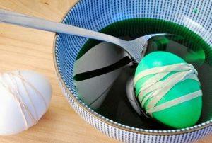 Интересные способы окрашивания пасхальных яиц