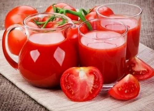 Почему полезно пить томатный сок?